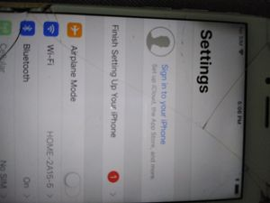iPhone 6 16gb for cricket. Cracked screen. for Sale in Chicago, IL