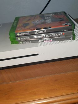 Xbox 1 Good Condition 2 Controllers These Games Shown for Sale in McKeesport,  PA