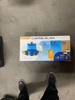 Chamberlain garage opener with integrated smart camera for Sale in Lynwood, CA