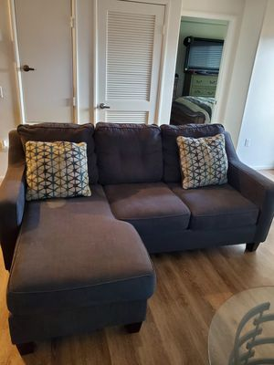 Living Room set with table and two end tables for Sale in San Diego, CA