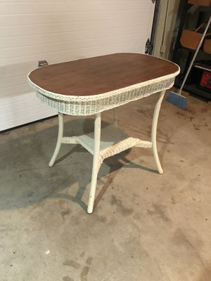 White wicker table with wood top for Sale in Bloomsburg, PA