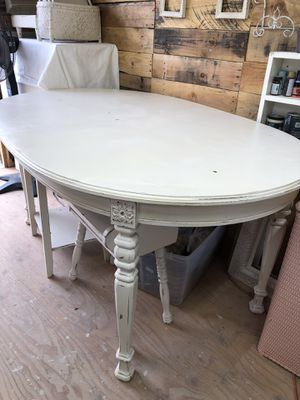 Vintage Dining Table w/4 Chairs for Sale in East Wenatchee, WA
