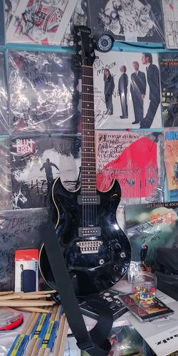 Vox SDC Solid Body Cutaway black electric guitar 2010 $600 for Sale in San Diego,  CA