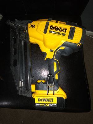 Finich nailer de angulo dewalt 16ga 20 volt for Sale in Alexandria, VA