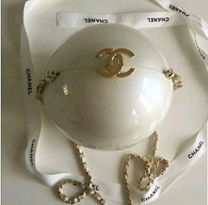 Chanel VIP Exclusive Pearl Handbag Purse ♡ Rare for Sale in Lake Angelus, MI