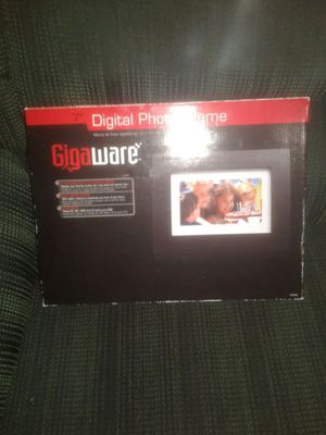 Digital photo frame 7inch for Sale in West Palm Beach, FL