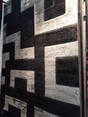 New shag rug 8x11 for Sale in Fontana, CA