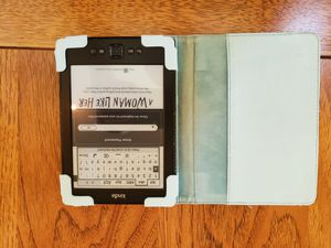 Reading kindle 7th gen for Sale in Puyallup, WA