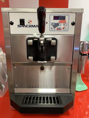 Space Man 6220 Soft Serve Ice Cream Machine/Lightly Used for Sale in Hialeah, FL