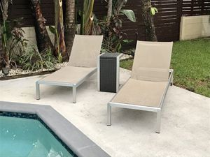 Classic, Comfortable Poolside Set: 2 Lounge Chairs and Table, Great Condition for Sale in Miami Shores, FL