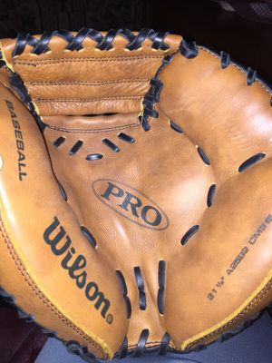 Youth baseball catchers mitt for Sale in St. Louis, MO