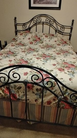 Queen size metal bed frame for Sale in Dunnellon, FL