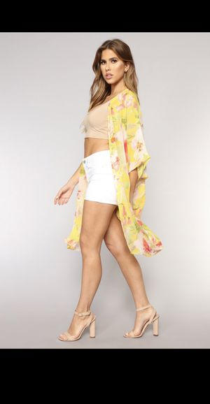 Fashion Nova Oversized Yellow Floral Kimono Cardigan, Size S/M (Like NEW wore once) for Sale in Palmdale, CA