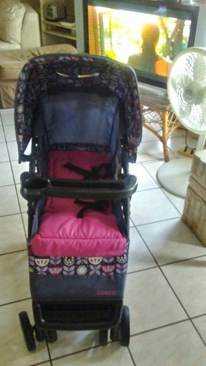 Strollers for infant or baby. Brand cosco is in good condition is good shape.cheap to sale is like 100 dollars new for Sale in Kissimmee, FL