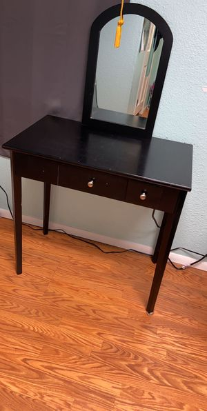 Makeup vanity for Sale in Lakeland, FL