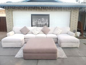SECTIONAL SOFA COUCH GORGEOUS WITH BIG OTTOMAN for Sale in Phoenix, AZ
