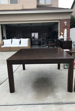 Dining room table (Ashley's furniture) for Sale in Tracy, CA