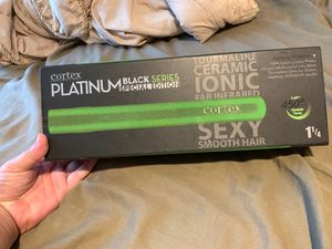 Hair straightener for Sale in Kissimmee, FL