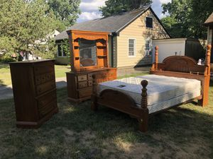 Q/F bedroom set for Sale in Detroit, MI