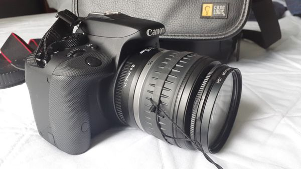 Canon Rebel EOS SL1 DSRL camera with 18-55mm lens touch screen HD video