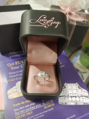 Womens 1/6 carat diamond ring size 7 for Sale in Pittsburg, CA