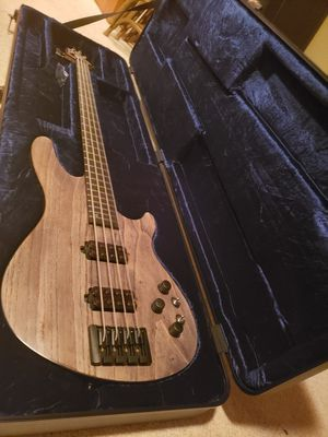 Mint Schecter apocalypse bass guitar with hardcase for Sale in Stockbridge, GA