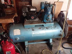 120gal gas air compressor for Sale in North Providence, RI