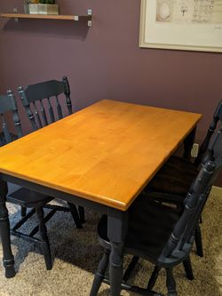 Oak Dinning Set With 4 Chairs for Sale in Kirkland,  WA