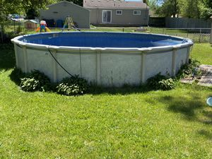 24 ft Round Swimming Pool for Sale in Westland, MI
