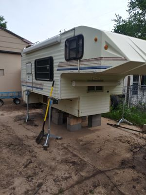 11 ft truck camper for Sale in Wichita, KS