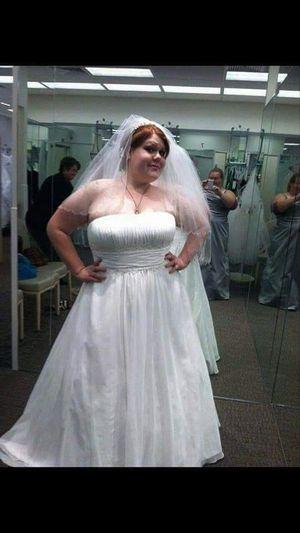 David's bridal plus size 26/28 wedding dress for Sale in Idaho Falls, ID