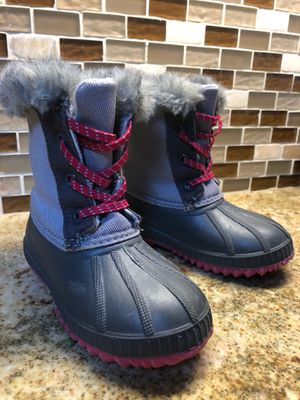 Girls Old Navy snow boots.  Size 9.  Insulated and Faux fur lined. for Sale in San Diego, CA