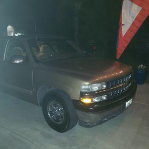 2000 Chevy Silverado 1500 stepside for Sale in Visalia, CA