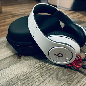 Monster Beats by Dre studio headphones white in great condition for Sale in Concord, CA