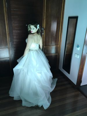 Wedding Dress for Sale. Paid over $2000. for Sale in West Palm Beach, FL
