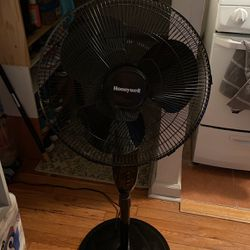 Honeywell Double Blade 16inch Pedestal Fan with Remote Control for Sale in Queens,  NY