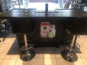 Bar with 2 swivel metal/leather stools for Sale in Montclair, CA