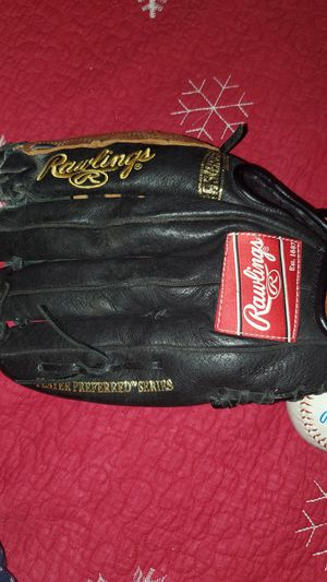 Baseball glove w/ ball. Rawlings brand. Leather Glove for Sale in Waterford Township, MI