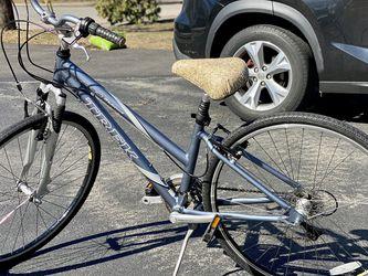 TREK Women hybrid bike 7300 Multitrack for Sale in Braintree,  MA