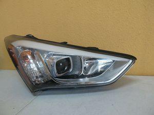 2013-2016 Hyundai Santa Fe Right Headlight Halogen for Sale in Houston, TX