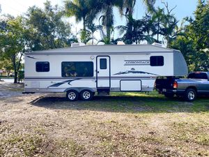 2005 Adirondack Fifth Wheel Trailer for Sale in Fort Lauderdale, FL