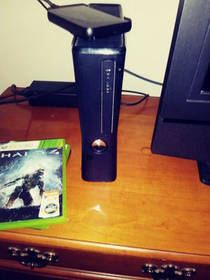 Xbox 360 with 4 games and controller $35 for Sale in St. Louis, MO