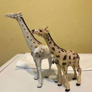 "Girafffe Toy Figure Figurine PVC 7.5"" /6.5"" Vintage 1998! for Sale in Waukegan, IL"