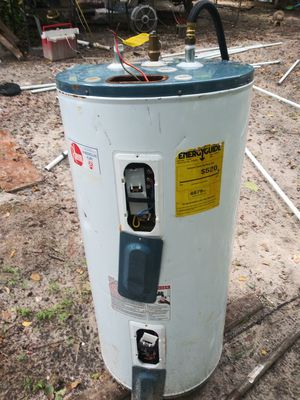 Rheem 50 gallon hot water heater. Working for Sale in Plant City, FL