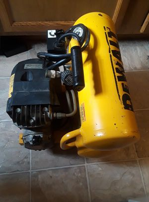 Dewalt D55151 air compressor de 4 galones recien canviado el aceite del motor esta en perfectas condiciones serios compradores por favor for Sale in UNIVERSITY PA, MD