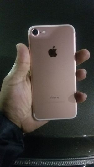 Iphone 7 Rose Gold $300 Obo for Sale in Federal Way, WA