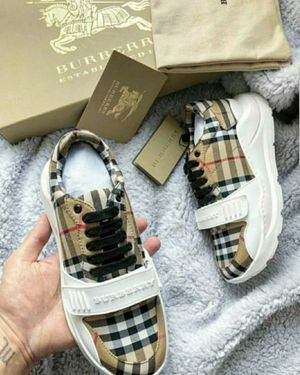 Burberry sneaker for Sale in Brooklyn, NY
