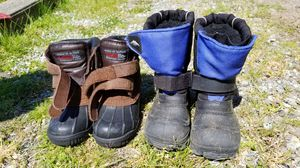 Kids snow boots, size 9 and 11 for Sale in Bellevue, WA