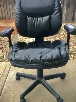 Black leather office chair for Sale in Golden,  CO