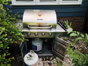 grill + 2 tanks for Sale in Cary, NC
